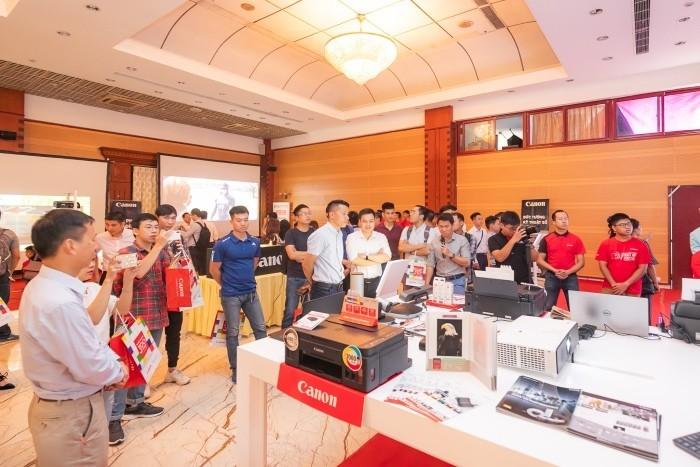 Canon đem những máy chiếu tốt nhất trình diễn tại Hà Nội