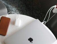 Phụ kiện PlugBug hỗ trợ hai cổng sạc cho tín đồ Macbook