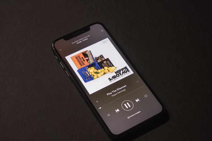 Tim Cook: Chúng tôi không làm Apple Music vì tiền