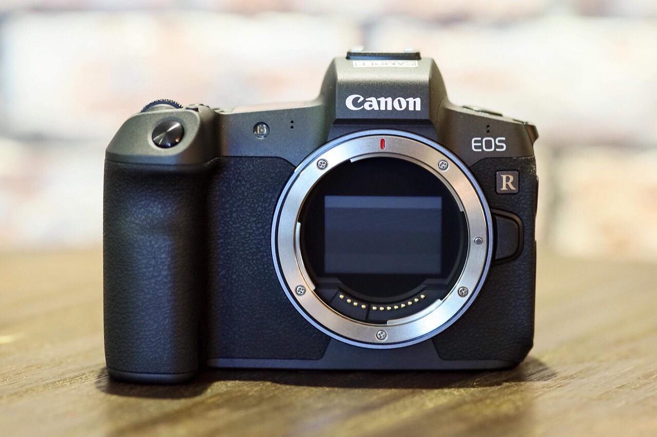 Ra mắt máy ảnh không gương lật Full-Frame Canon EOS R cùng hệ ống kính mới