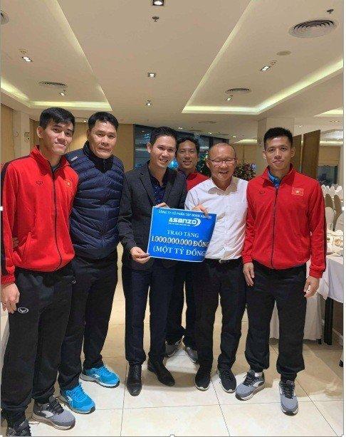Asanzo trao thưởng nóng 1 tỷ đồng cho tuyển Việt Nam ngay đêm chung kết
