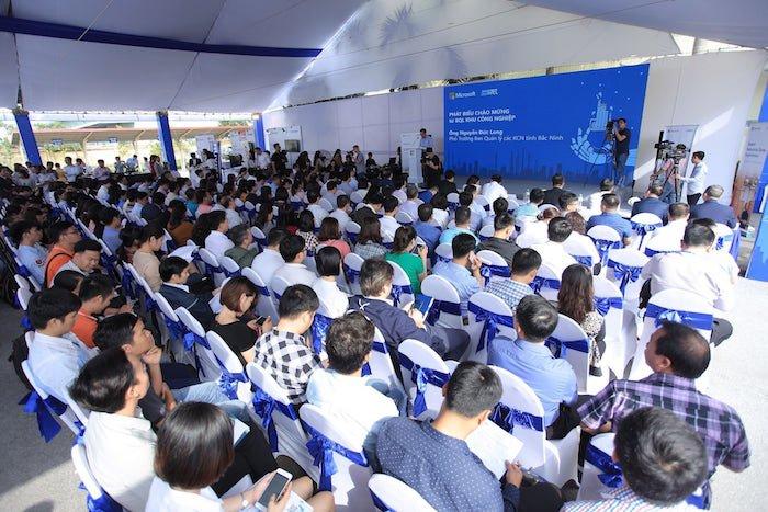 Microsoft hợp tác chiến lược với SaigonTel và Tech Data