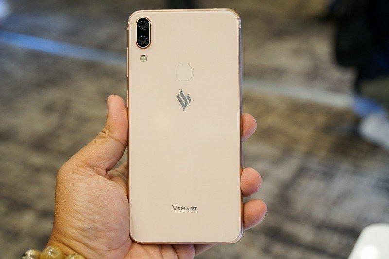 Ra mắt 4 smartphone Vsmart giá từ 2,5 triệu đồng