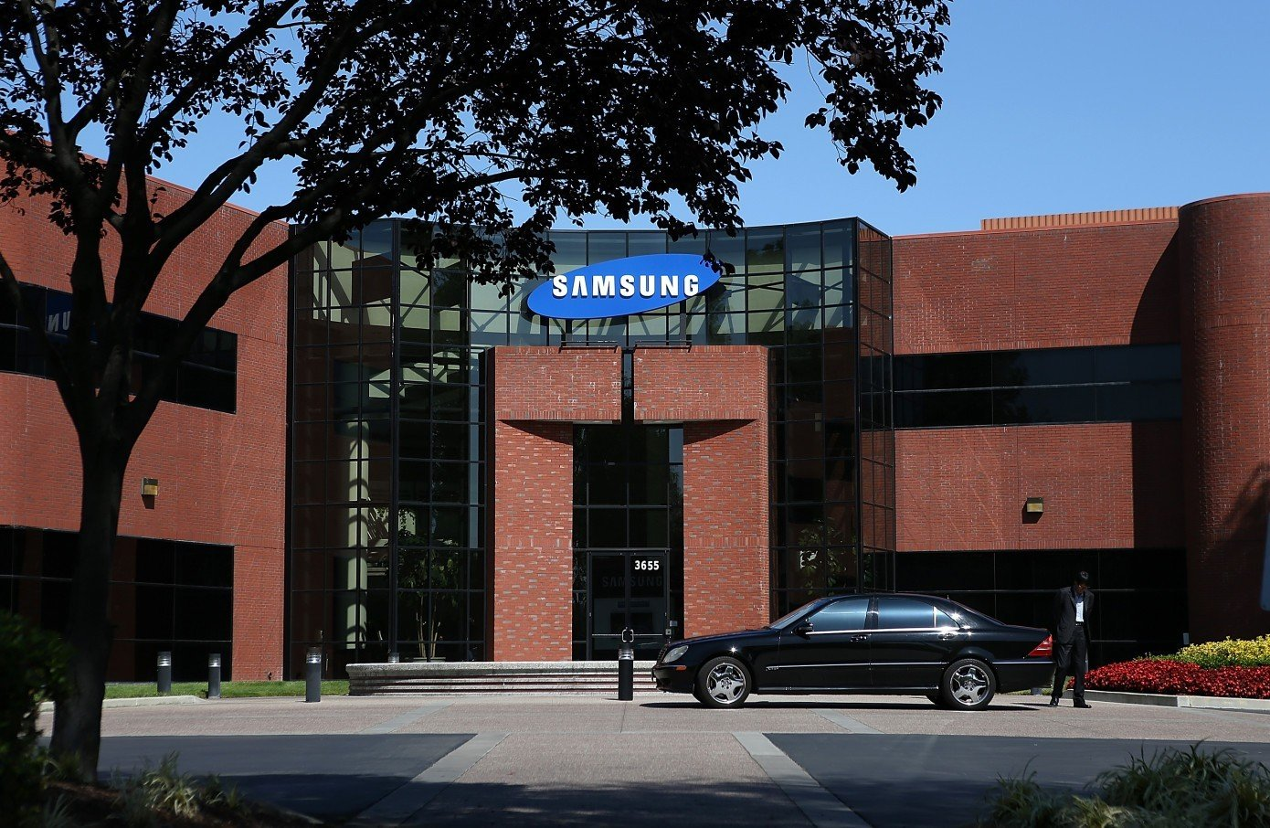 Samsung khởi tố 9 người bán công nghệ màn hình cong OLED cho Trung Quốc