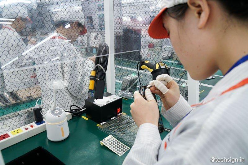 Thăm nhà máy sản xuất điện thoại VinSmart