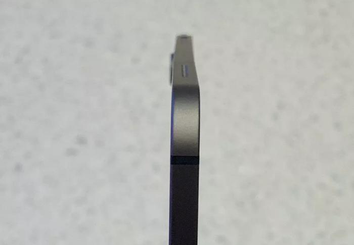Apple xác nhận iPad Pro bị cong là chuyện bình thường