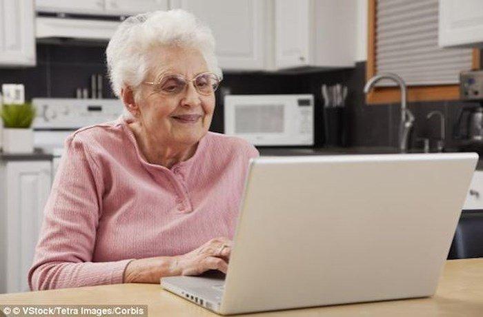 Người lớn tuổi dễ chia sẻ những tin tức giả mạo hơn