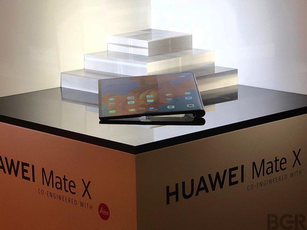 Huawei Mate X ra mắt: thêm một smartphone màn hình gập