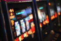 Ứng dụng khiêu dâm và cờ bạc tràn lan trên iPhone