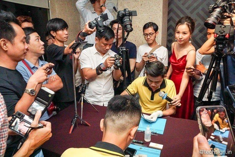 Galaxy S10 bị thả rơi, mổ bụng tại buổi tech offline của Di Động Việt