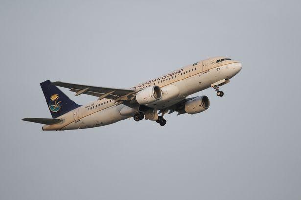 Máy bay quay đầu vì nữ hành khách quên con