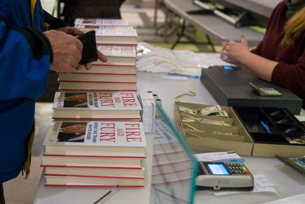 Philadelphia ra luật cấm cửa hàng từ chối nhận tiền mặt