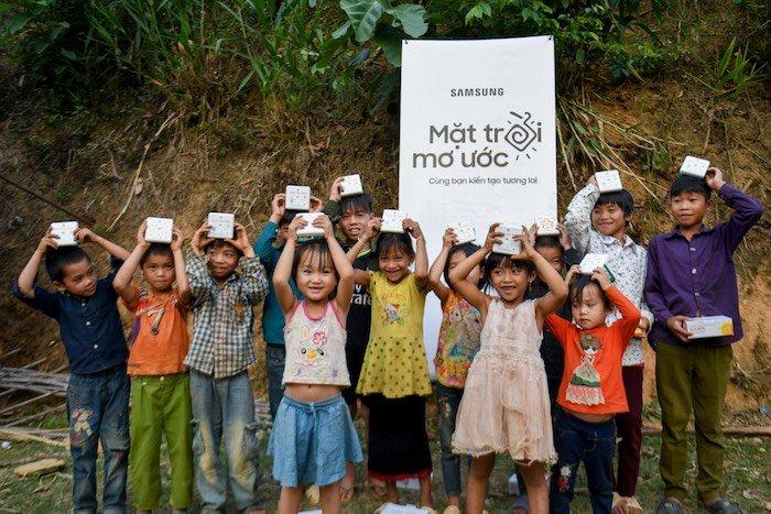 """Samsung tiếp tục dự án """"Mặt trời mơ ước"""" cho các vùng xa"""