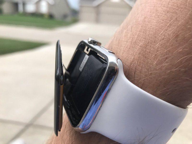 Apple bị kiện vì Apple Watch phồng pin, nứt màn hình