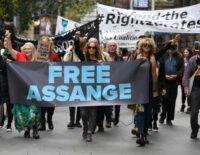 Ecuador hứng chịu 40 triệu vụ tấn công mạng sau khi Julian Assange bị bắt giữ