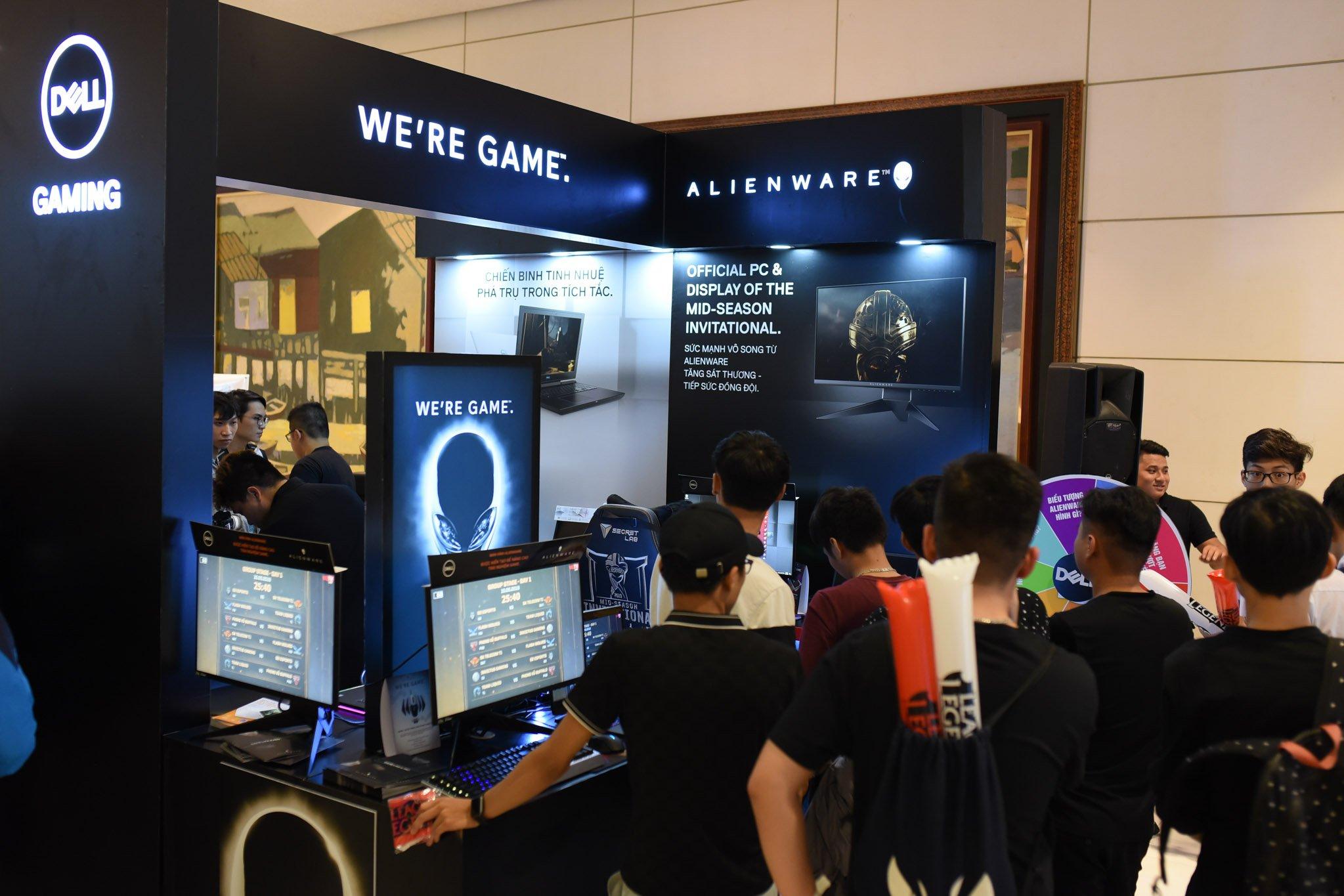 Riot Games dùng màn hình, máy tính Dell Alienware tại giải MSI 2019