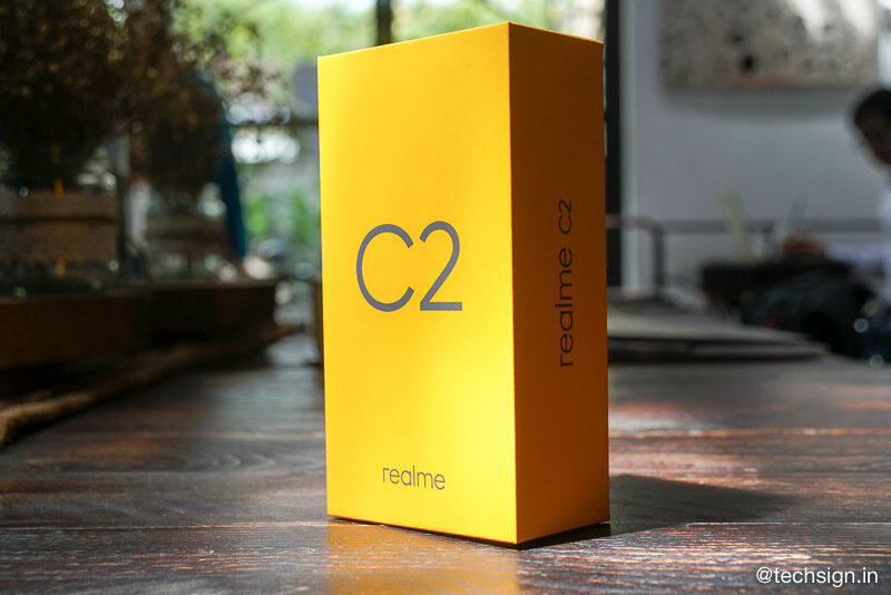 Trên tay Realme C2: vỏ nhựa chống bám vân tay, hai phiên bản cấu hình