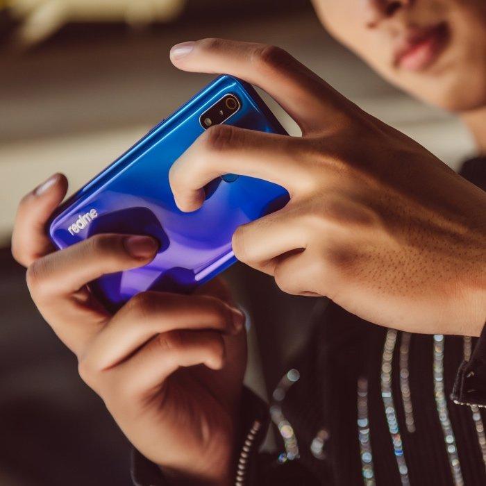 Realme 3 Pro lên kệ hôm nay, có nhiều ưu đãi trong tháng 6