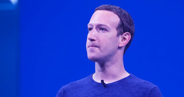 Cổ đông Facebook bỏ phiếu sa thải Mark Zuckerberg