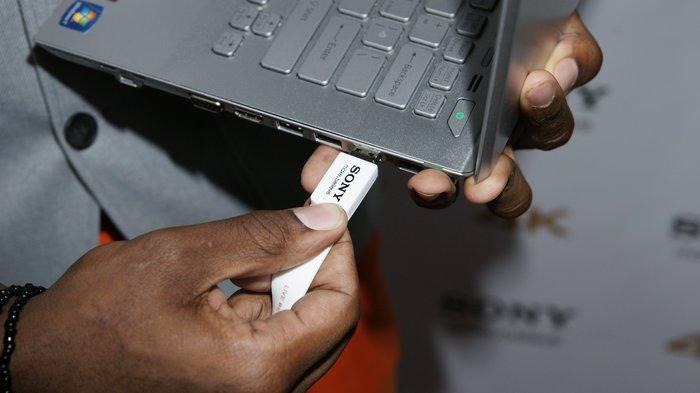 Tại sao đầu cắm USB truyền thống không thể đảo ngược như USB-C?