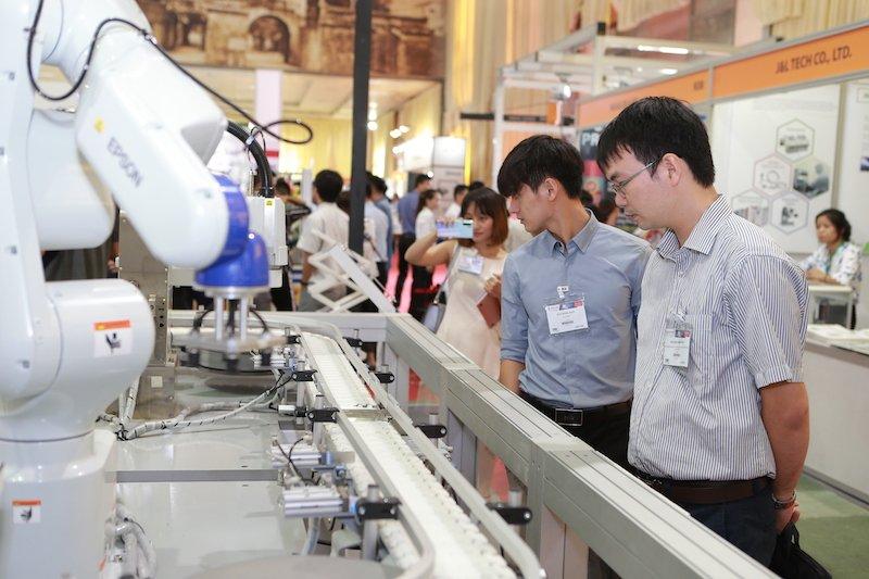 Epson đưa các giải pháp robot công nghiệp vào Việt Nam