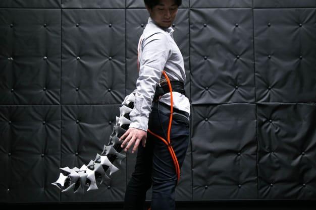 Nhật Bản phát minh đuôi robot giúp người già giữ thăng bằng