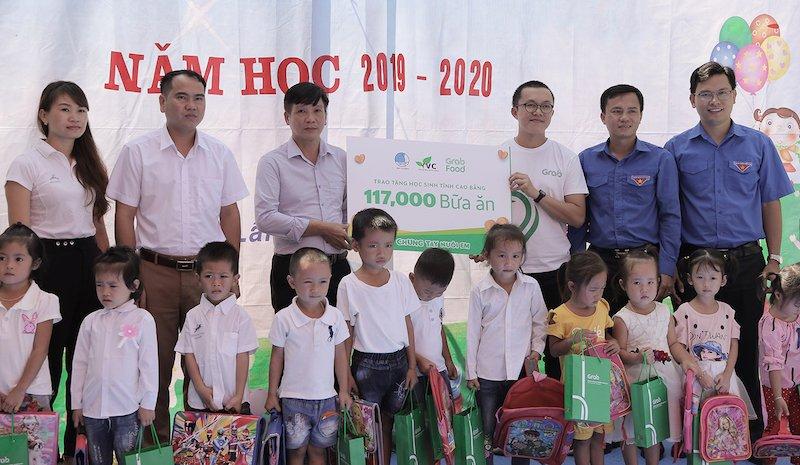Grab trao tặng 117.000 bữa ăn cho học sinh vùng cao