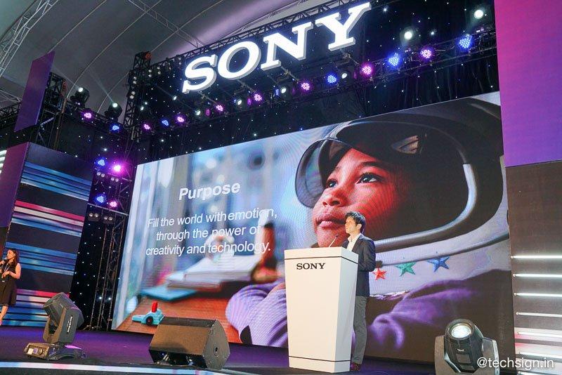 Hàng trăm bạn trẻ xếp hàng chờ đón sự kiện Sony Show 2019