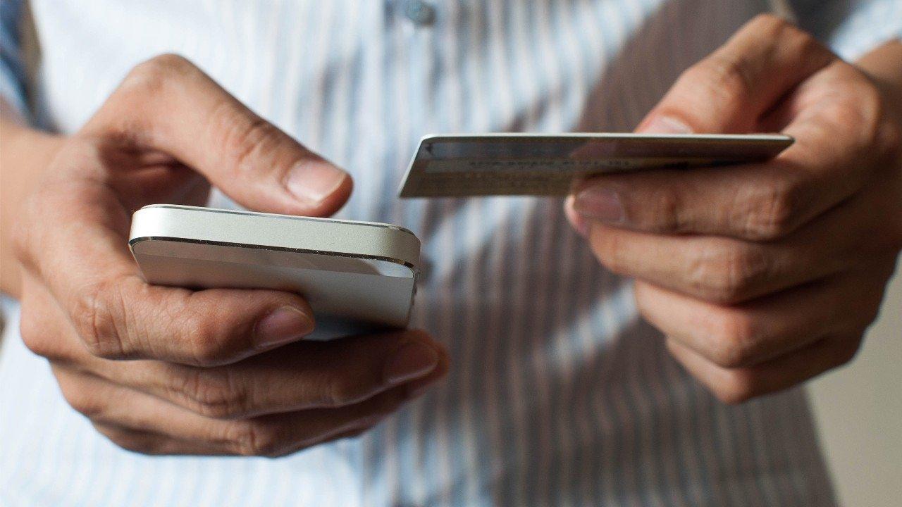 Biết mối nguy hại, tránh bị mất tiền khi dùng smartphone