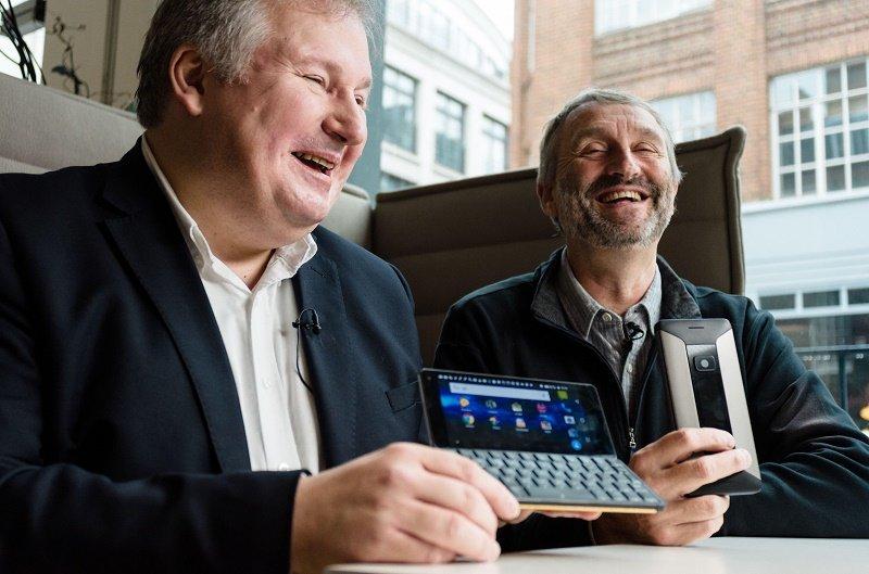 Ra mắt Cosmo Communicator: máy tính bỏ túi lai smartphone, bàn phím QWERTY