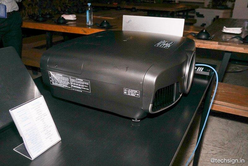 Epson EF-100: máy chiếu laser 3LCD nhỏ nhất thế giới ra mắt