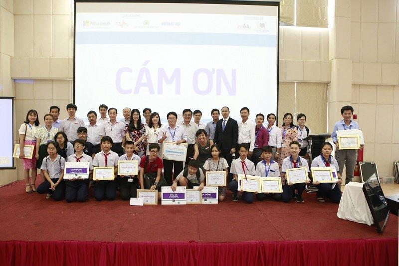 Microsoft Việt Nam vừa được Phòng thương mại Hoa Kỳ vinh danh cho giải thưởng Cống hiến Vì Cộng Đồng tại hội nghị thường niên AMCHAM. Đây là năm thứ năm liên tiếp, Microsoft Việt Nam nhận được giải thưởng danh giá này.
