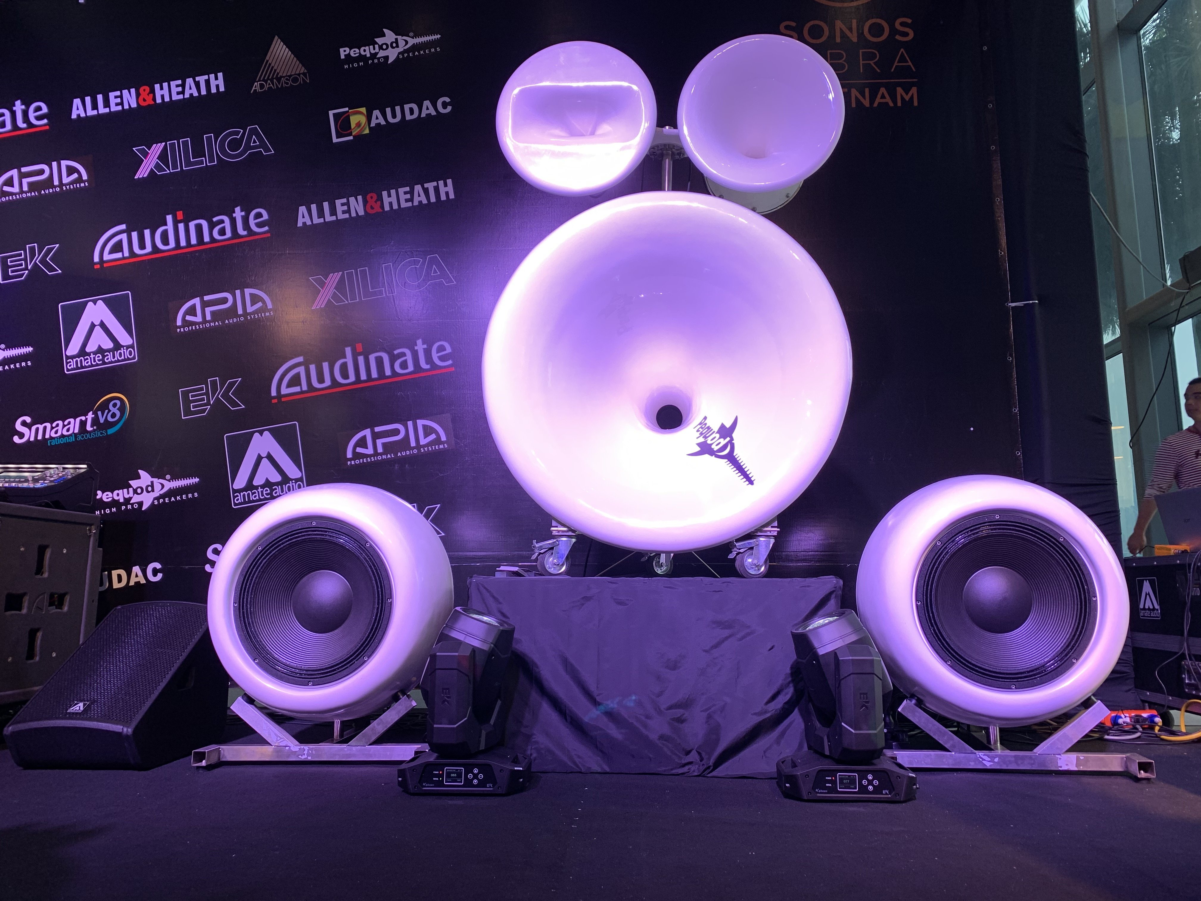 Top 5 thương hiệu thiết bị âm thanh, ánh sáng trình diễn tại PLASE Show Hà Nội