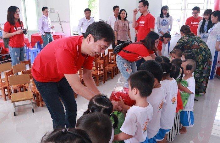 Canon Trao tặng phòng học cho trường mầm non tại Long An
