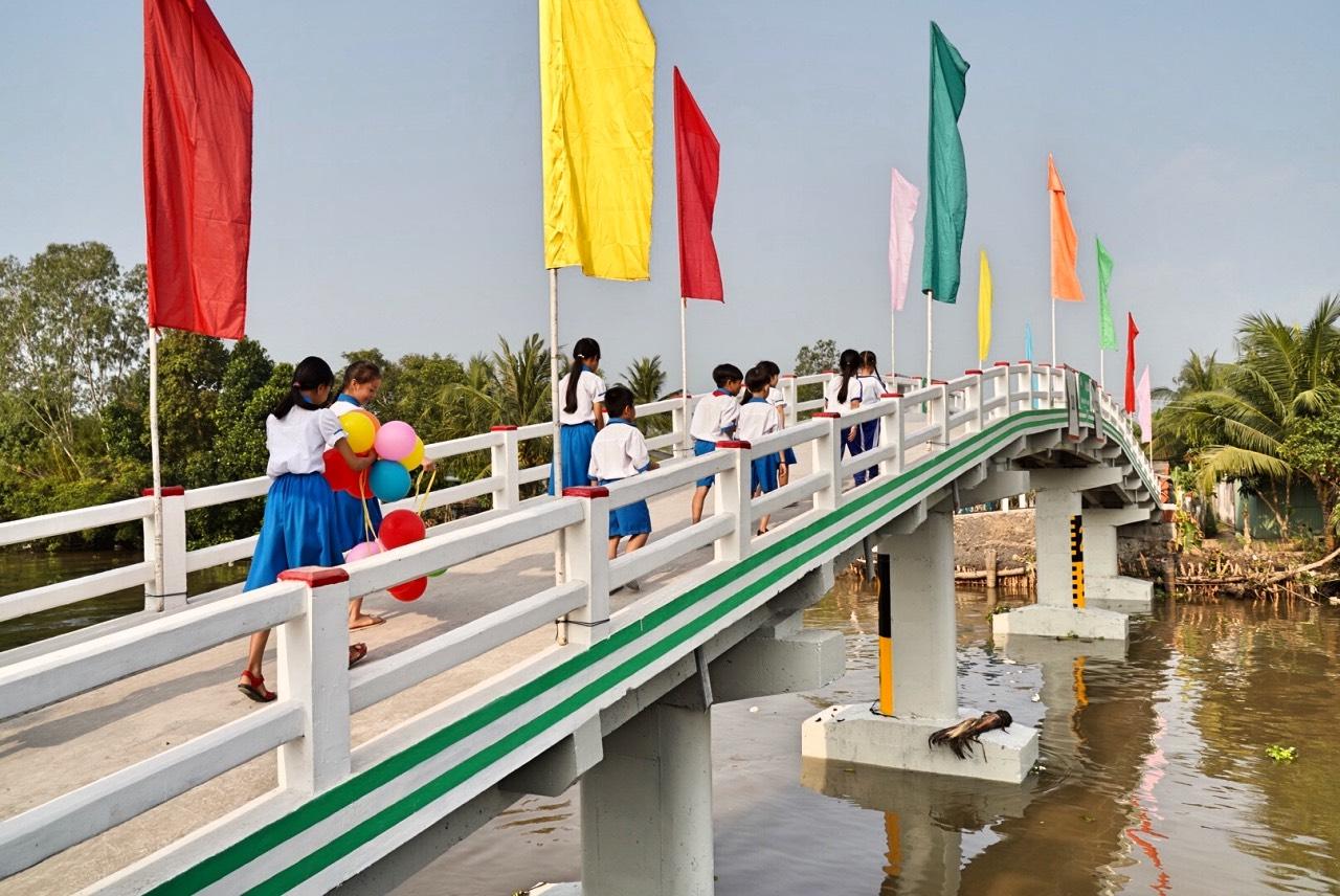 Grab cùng Quỹ bảo trợ trẻ em Việt Nam khánh thành cầu Phú Thạnh A