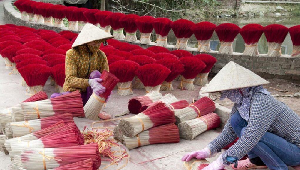 'Làng hương' Việt Nam rực sắc đỏ trước dịp tết Nguyên Đán