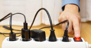 Cắm sạc liên tục khi không sử dụng lãng phí bao nhiêu điện?