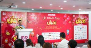 Ví MoMo tổ chức trao giải Lắc Xì 2020