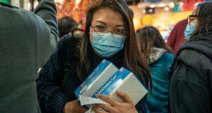Facebook sắp cấm quảng cáo và bán khẩu trang y tế trên ứng dụng