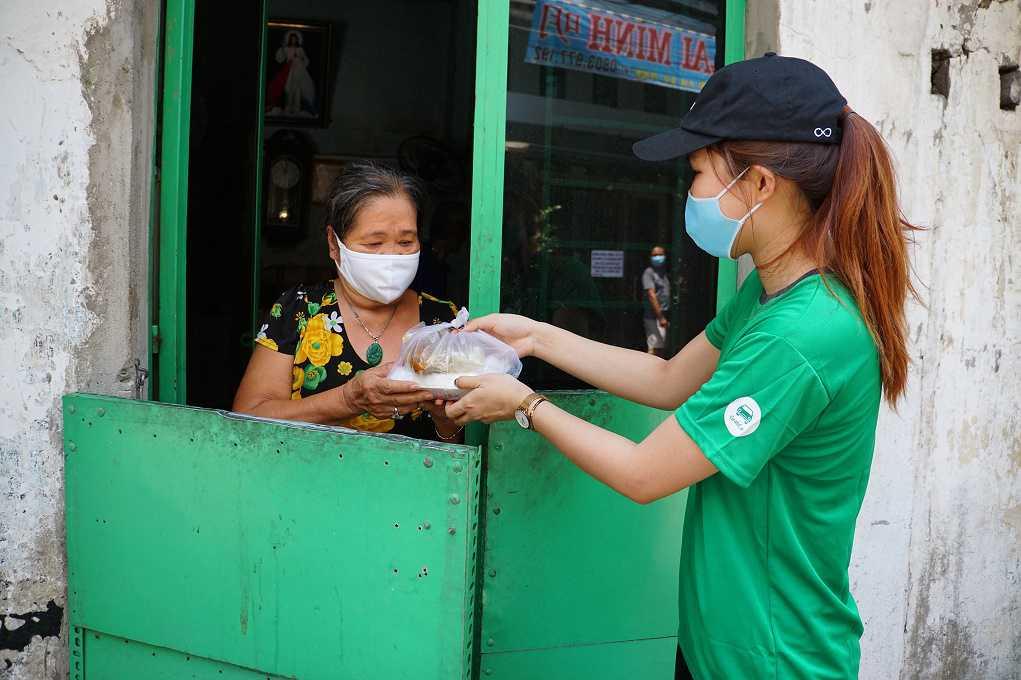 Grab và Quỹ Hy Vọng tặng 15.000 suất ăn cho những người khó khăn trong mùa dịch Covid-19