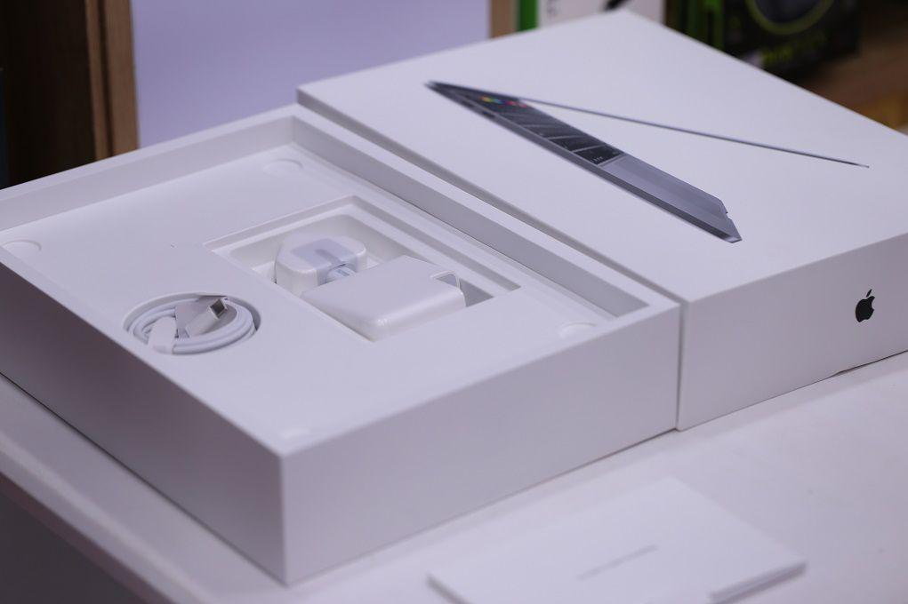 MacBook Pro 2020 đầu tiên đã có mặt tại Di Động Việt, giá từ 41,8 triệu