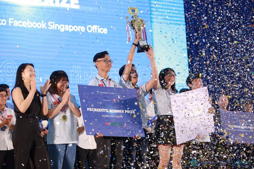 Đội 56 Credit chiến thắng cuộc thi Developer Circles Vietnam Innovation Challenge