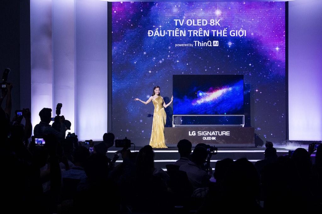 LG đấu giá TV OLED 8K, tặng 1,5 tỷ đồng cho Operation Smile