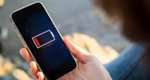 Lỗ hổng nguy hiểm trong cốc sạc nhanh có thể làm cháy điện thoại