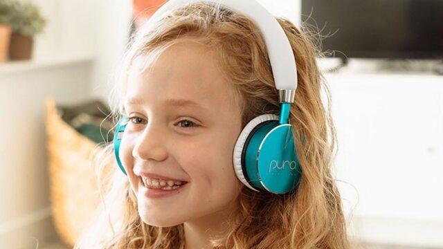 Đề phòng suy giảm thính lực khi cho trẻ đeo tai nghe thời gian dài