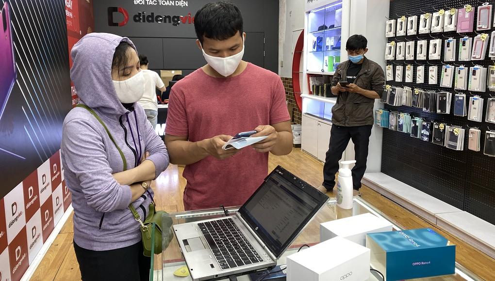 Di Động Việt mở bán OPPO Reno 4 và 4 Pro, giao gần 100 máy cho khách đặt trước