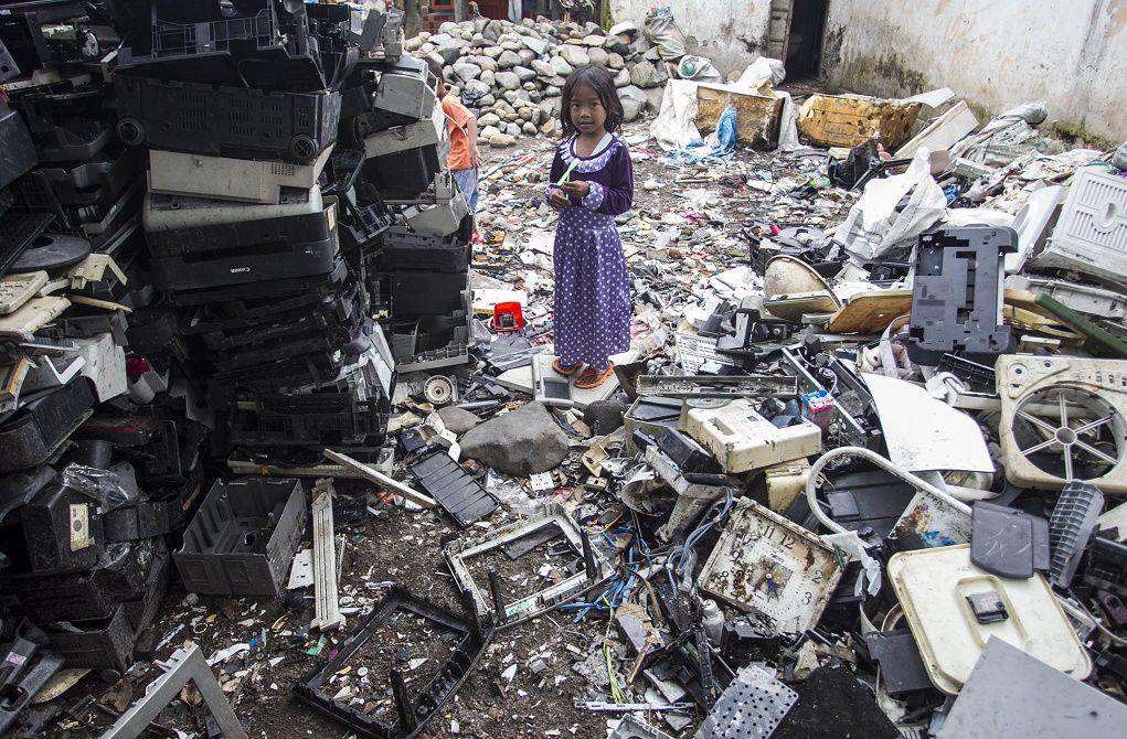 Công nghệ mới dùng vi sinh vật tái chế rác thải điện tử