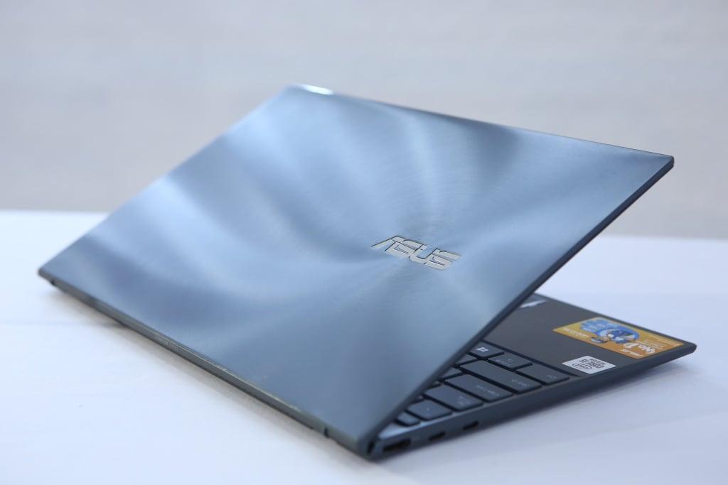 ASUS lên kệ ZenBook 14 UX425, giá 23 triệu đồng