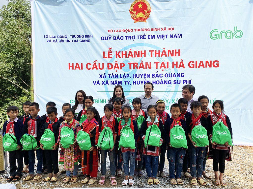 Grab và Quỹ Bảo trợ trẻ em Việt Nam khánh thành 2 công trình cầu đập tràn