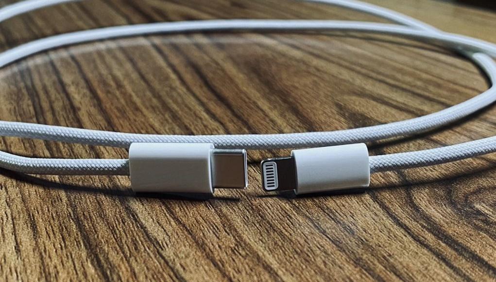 Rò rỉ hình ảnh sợi dây cáp bằng vải bện của iPhone 12